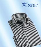 Camisa preto e branco da listra com da tecla o colar para baixo