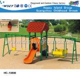 O jogo ao ar livre do balanço dos miúdos estrutura o campo de jogos do quintal (HC-13801)