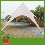 Im Freienereignis verwendetes Stern-Zelt