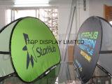 Concevoir en fonction du client sautent à l'extérieur le stand de tissu de ressort d'étalage de drapeau sautent vers le haut le drapeau un horizon de drapeau d'un-Bâti de signe de vue