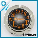 Творческий алфавит в круговой черной складывая вешалке мешка металла