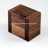 Pequeño rectángulo de madera del anillo de la nuez negra de la insignia de encargo
