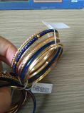 Armband mit Raupen und Metall einstellen