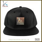 Chapéus e tampões feitos sob encomenda do Snapback do couro do preto do logotipo da placa de metal