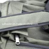 Saco do equipamento de pesca com os dois sacos dianteiros