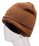 基本的な刺繍の様式によって編まれる編む帽子