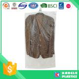 Пластичный мешок одежды на крене для прачечного
