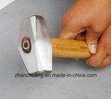 Martello di pietra con la maniglia di legno