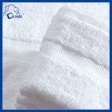 綿の刺繍のロゴの高級ホテルの浴室タオルセット(QHSD009678)