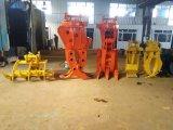 O registro da máquina escavadora luta a garra hidráulica da madeira da série