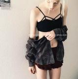"""O roupa interior conservador da rapariga da atadura transversal modela o sutiã """"sexy"""" da roupa interior"""