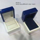Deux métiers en bois élégants en bois de caisse d'emballage de bijou de couleurs