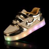LEDがつける2016人の照るPUの革子供はUSB有料電池式LEDの靴ライトに蹄鉄を打つ