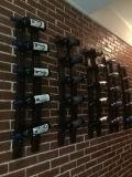 Установленная стеной деревянная полка вина металла шкафа с индикацией хранения бутылки