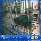 중국 직업적인 담 공장은 공장 가격을%s 가진 Securit Yfencing 제조자를 반대로 올라간다
