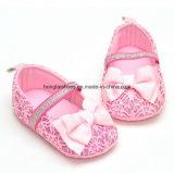 Sapatas inferiores macias da criança do bebê do bebê