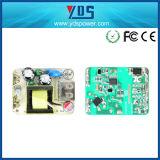 Uso del telefono mobile del Ce e singolo caricatore elettrico della parete del USB