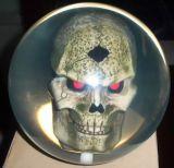 La boule de bowling claire avec le noyau de crâne, couleur différente sont disponible