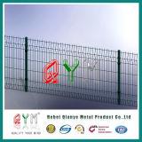 PVCは曲げられた溶接された金網鉄道空港塀のパネルに塗った