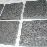 La fabricación de China flameó la piedra de pavimentación del granito G684