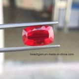 Le laboratoire a produit les pierres gemmes desserrées de coussin rouge