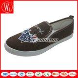 星の印刷を用いる平らな慰めのキャンバスの女性の靴
