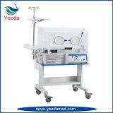 Incubatrice infantile medica del bambino in ospedale