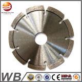 La circular dividida en segmentos corte que cubría con bronce del diamante vio la lámina