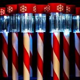 La Navidad LED que enciende la lámpara solar impermeable del jardín con las estacas
