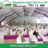 Grosses im Freiendubai-Zelt mit Futter-Dekoration