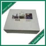 Blanco del paquete plano del envío caja de regalo