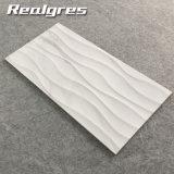 Haltbare weiße Carrara-nicht Beleg-Fliesen der Wellen-300*600, Marmorblick-keramische Wand-Fliesen