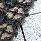 Constructeurs chinois de tuile enclenchant l'étage de pierre de tuile de granit
