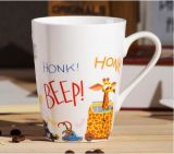 Taza de café de encargo de la porcelana 11oz del fabricante de China con el modelo de la historieta