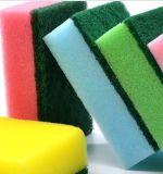 磨くパッドが付いているスポンジ、クリーニングのための台所スポンジ、使い捨て可能な台所スポンジ