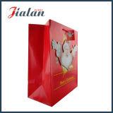 El diseño del día de fiesta de la Navidad modifica las bolsas de papel barato impresas del regalo para requisitos particulares