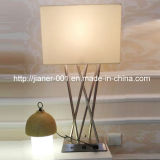 Luz contemporânea da lâmpada de tabela da mesa do USB niquelar para a HOME na máscara da tela de Begie, H700mm