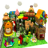 Patio de interior del centro de juegos de la diversión