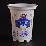 Tazza di plastica lattea nel colore bianco