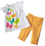 Un pacchetto multicolore delle parti superiori e di Shorts del cotone di 2
