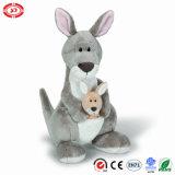 Animal se reposant moyen de kangourou de jouet mou gris sauvage fait sur commande de peluche