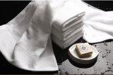 Фабрики поставкы белизны хлопка полотенце 100% ванны с логосом подгоняло