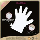 Máscara elegante de la mano de la humedad lechosa