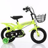 トレーニングは子供のバイクの子供の車輪の子供の自転車を動かす