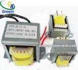 baixo transformador da laminação 230V para o áudio