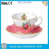 Taza de té de cerámica de la vendimia de Rose del borde del oro con el platillo