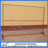 粉の上塗を施してある一時構築の塀のパネル