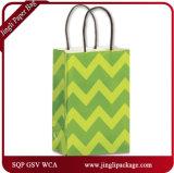 心をそそる熱帯地方の買物客はハンドルが付いている黄色いペーパーショッピング・バッグをカスタマイズした