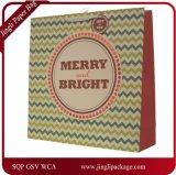 Saco de papel da folha com cores do Natal & projetos, saco de papel do presente, saco de papel do presente do Natal. Saco do presente do papel de arte