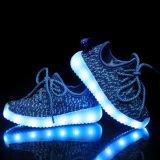 Schuhe heiße der Art Yeezy Aufladungen Lace-up Flyknit USB-Ladung-blinkende Kind-LED